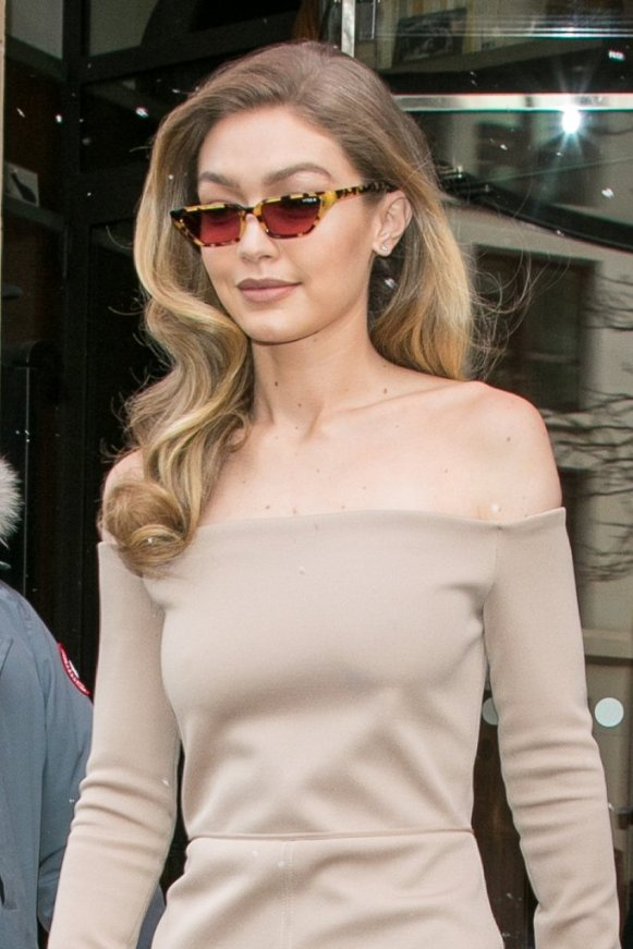 Gigi-wore-her-Gigi-Hadid-Vogue-Eyewear-sunglasses-she-exited