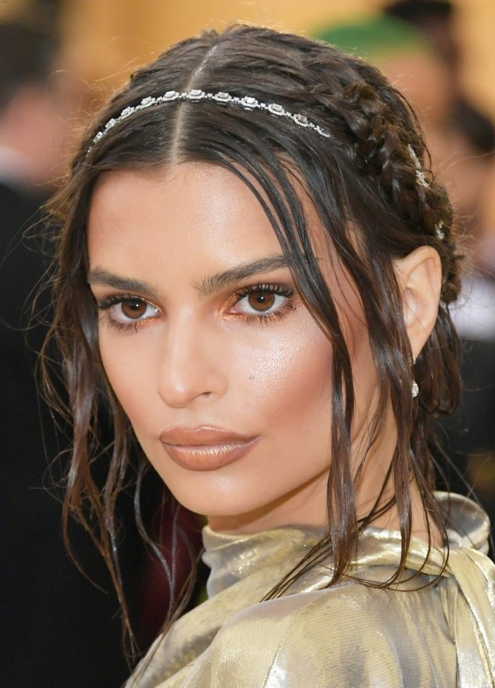 emily-ratajkowski-looks-angelic-in-sleek-gold-gown-at-met-gala-2018-02