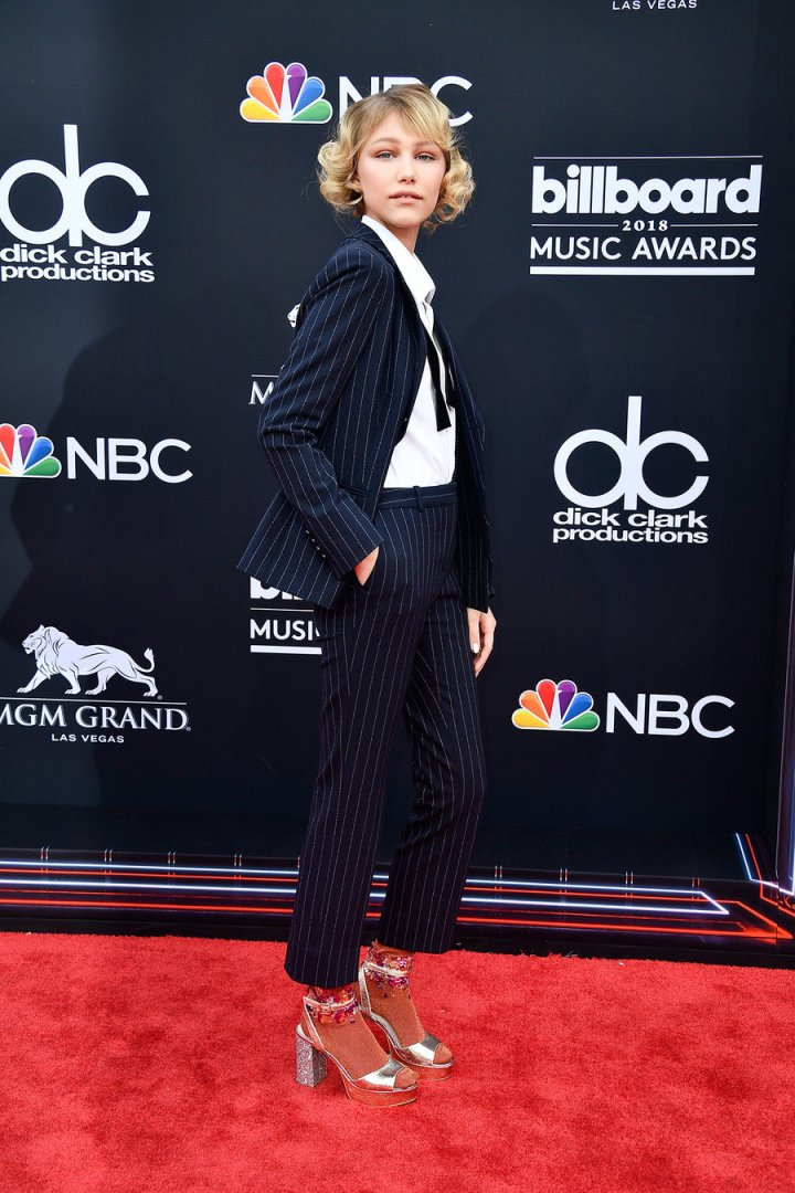 grace-vanderwaal-2018-bbmas-red-carpet-1240.jpg