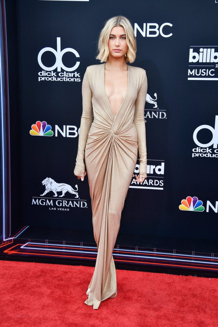 hailey-baldwin-bbmas-arrivals-2018-billboard-1240.jpg