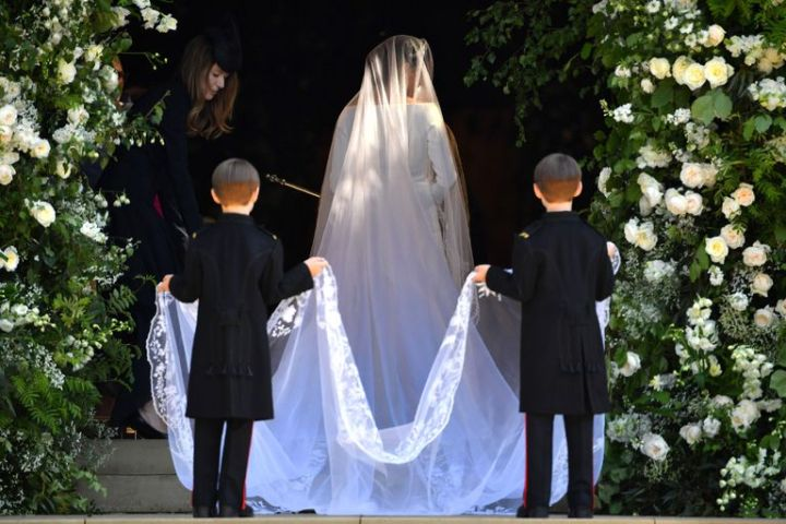 hbz-meghan-markle-wedding-dress-gettyimages-960049790-1526729015