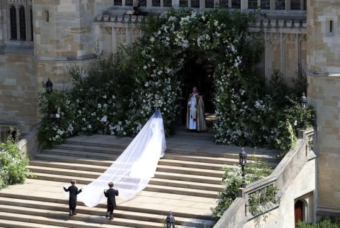 hbz-meghan-markle-wedding-dress-gettyimages-960050530-1526729002