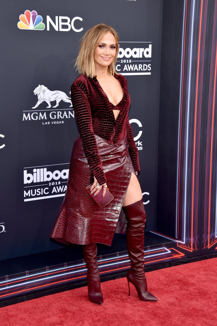 jennifer-lopez-2018-bbmas-red-carpet-1240.jpg