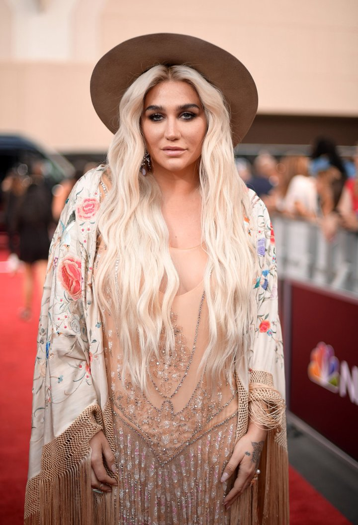 kesha-2018-bbmas-red-carpet-1240.jpg